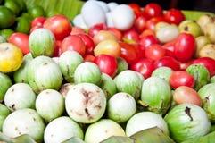 Зеленые баклажан и томат Стоковая Фотография