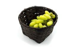 Зеленые виноградины в корзине, виноградины волшебника пальца Стоковые Изображения RF