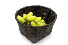Зеленые виноградины в корзине, виноградины волшебника пальца Стоковые Фотографии RF