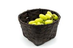 Зеленые виноградины в корзине, виноградины волшебника пальца Стоковое фото RF