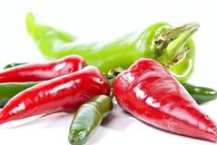 зеленые горячие перцы красные Стоковые Изображения RF