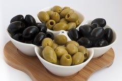 Зеленые и черные оливки Стоковое фото RF