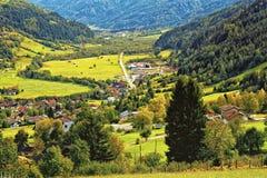 Зеленые луга и ландшафт австрийца Альпов Стоковое Изображение