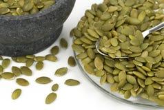 Зеленые семена тыквы и черный керамический шар Стоковые Изображения RF