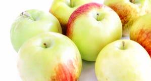 Зеленые яблоки на белой предпосылке с тенью 2 Стоковая Фотография