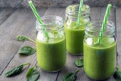 Зеленые smooties superfood стоковая фотография