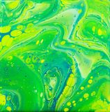 Зеленый голубой желтый Acrylic льет искусство Стоковая Фотография