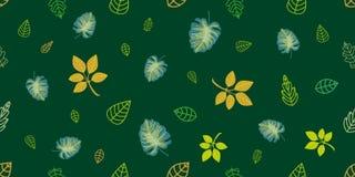 Зеленый и золотой оборачивать выходит на изумрудную предпосылку Стоковые Изображения RF