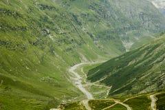Зеленый каньон горы с рекой стоковые фото