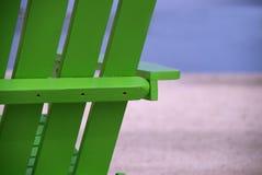 Зеленый конец стула пляжа вверх стоковое фото rf