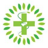 Зеленый крест при сердца и лист изолированные на белой предпосылке Стоковое Изображение RF