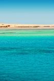 Зеленый остров воды и утеса Стоковые Изображения RF