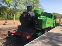 Зеленый паровой двигатель - паровой двигатель долины Churnet Стоковое Изображение RF