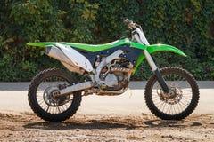 Зеленый перекрестный мотоцикл Стоковое фото RF