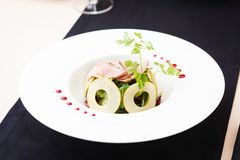 Зеленый салат с холодной телятиной Стоковая Фотография
