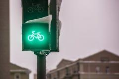 Зеленый свет для майны велосипеда на светофоре Стоковое Изображение RF