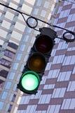 зеленый свет показывая движение сигнала Стоковая Фотография RF