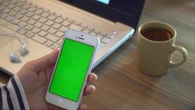 Зеленый телефон экрана