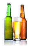 зеленый цвет бутылок коричневый конденсатный полный Стоковое фото RF