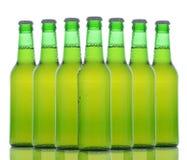 зеленый цвет бутылок пива над белизной Стоковая Фотография RF