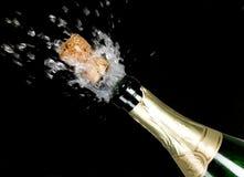 зеленый цвет взрыва пробочки шампанского бутылки Стоковое Изображение