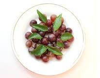 зеленый цвет виноградин выходит красный цвет Стоковая Фотография