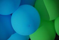 зеленый цвет воздушных шаров голубой Стоковые Фотографии RF