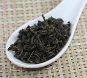 зеленый цвет выходит чай Стоковое Изображение