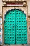 зеленый цвет двери зафиксировал Стоковое фото RF