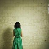 зеленый цвет девушки платья Стоковое Изображение RF