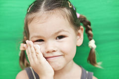 зеленый цвет девушки предпосылки Стоковые Изображения RF