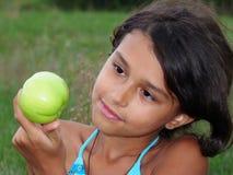 зеленый цвет девушки яблока красивейший Стоковая Фотография