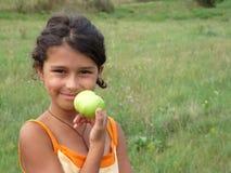 зеленый цвет девушки яблока красивейший Стоковые Изображения RF