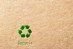 зеленый цвет картона рециркулирует символ Стоковое Фото
