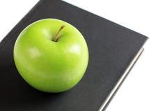 зеленый цвет книги яблока Стоковое Изображение
