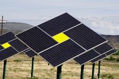 зеленый цвет обшивает панелями солнечную технологию Стоковые Изображения RF