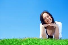 зеленый цвет травы поля Стоковые Изображения