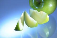 зеленый цвет яблока голубой Стоковое фото RF