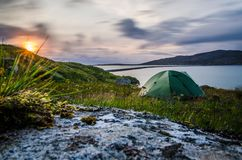 Зеленый шатер на заходе солнца Романтичное место, Шотландия стоковые изображения rf