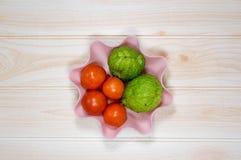 Зеленый chayote томатов на варить таблицы Стоковые Фото