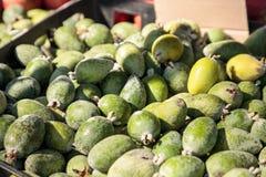 Зеленый guava ананаса в корзине продал на рынке фермеров Стоковая Фотография
