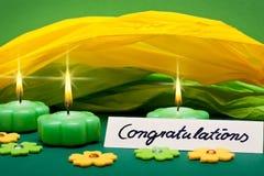 Зелен-желтая предпосылка с свечками и знаком текста стоковые изображения rf