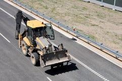 Землекоп на дороге Стоковая Фотография