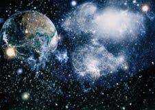 Земля и луна от космоса Весьма детальное изображение включая элементы поставленные NASA стоковое фото