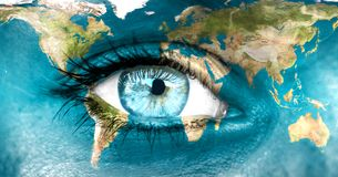 Земля планеты и голубое - человеческого глаза \ «элементы этого изображения обеспечили NASA стоковая фотография