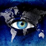 Земля планеты и голубой человеческий глаз стоковое фото rf