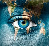 Земля планеты и человеческий глаз стоковые фотографии rf