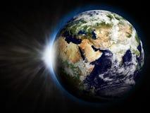 Земля с поднимая Sun Стоковое Изображение RF