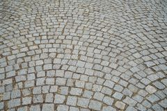 Земная картина поверхности мостоваой серой текстуры камня гранита кирпича внешней пешеходной в грубом квадрате отрезала предпосыл Стоковое фото RF