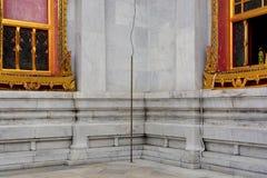 Земная штанга и заземленный кабель Стоковая Фотография